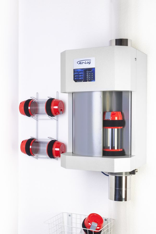 "pneumatic tube front-load-station with 7"" touchdisplay"